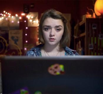 Imagen de la serie Cyberbully, con Maisie Williams